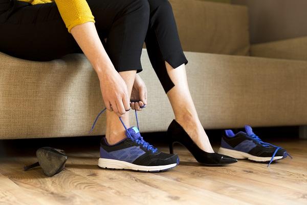 أحذية تحبينها وتنتعلينها يومياً لكنها تضرّ صحّتك بدون علمك