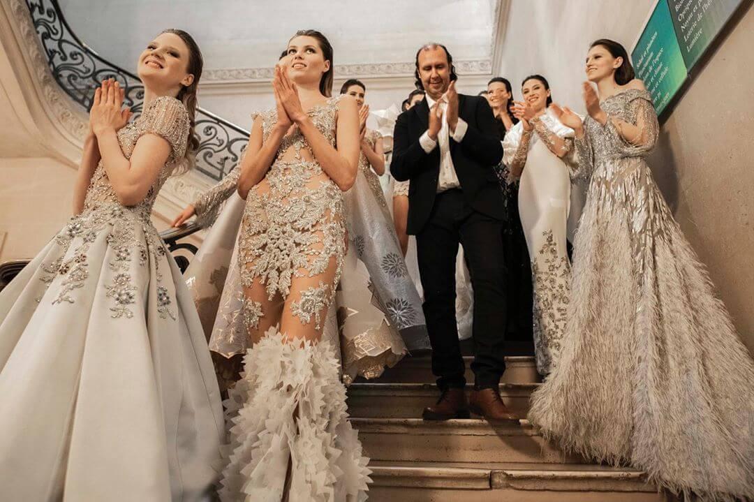 بين باريس وفريق العمل مصمّم الأزياء طوني ورد يختار المحافظة على فريقه