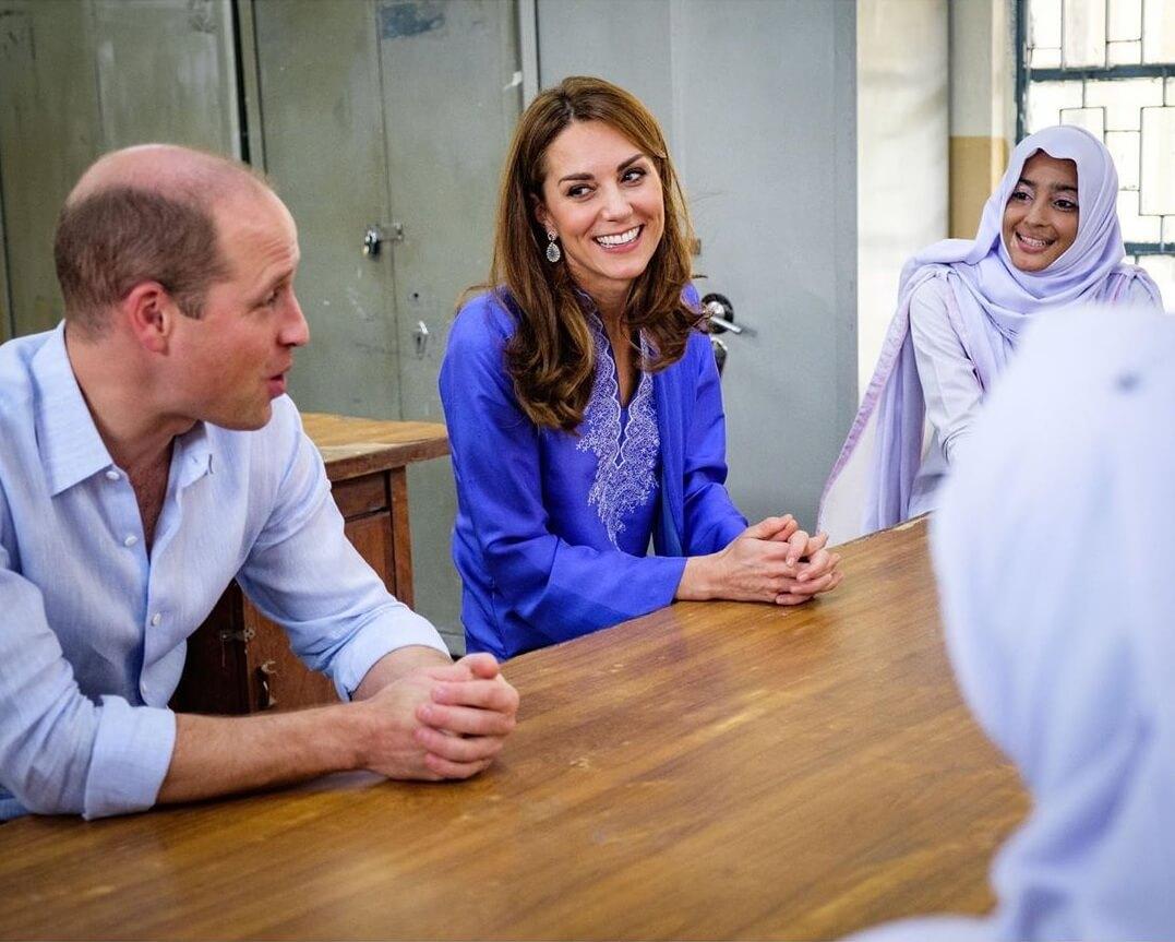 كيت ميدلتون تشع جمالاً في الحجاب خلال زيارتها إلى باكستان