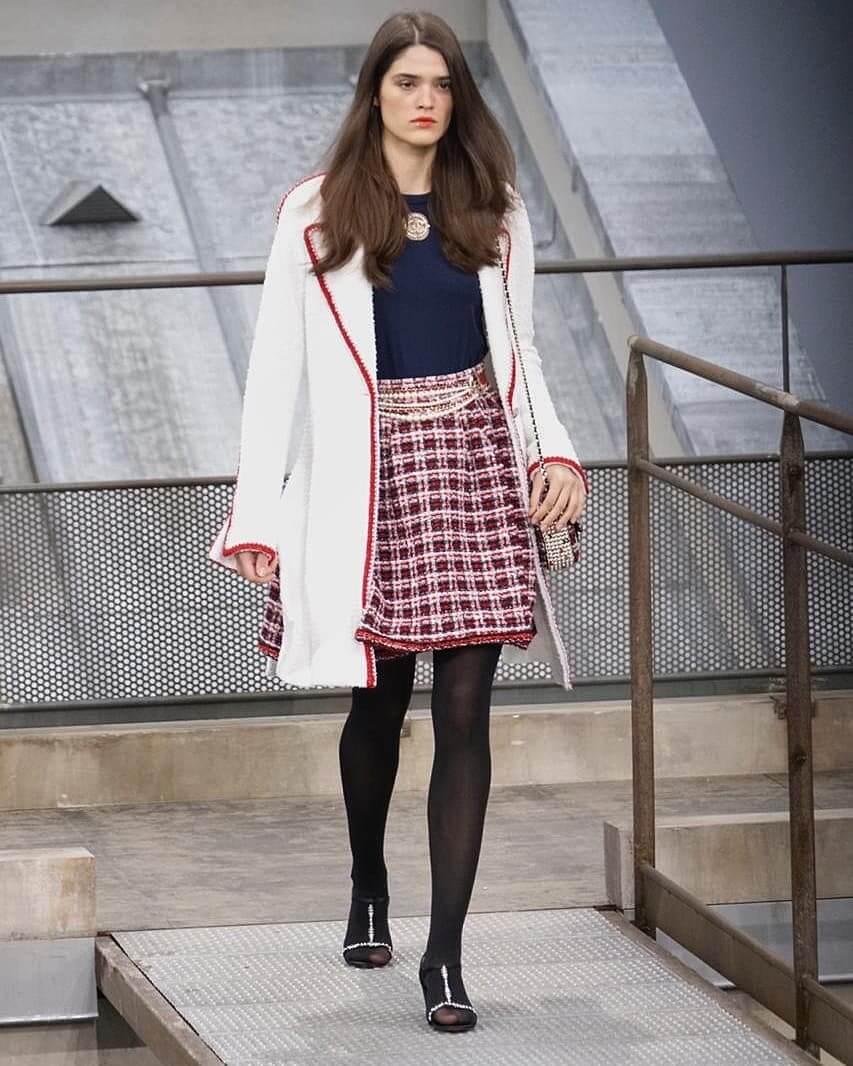 شانيل تجسّد لك صيحات 2020 بأزياء تنبض أنوثة-1