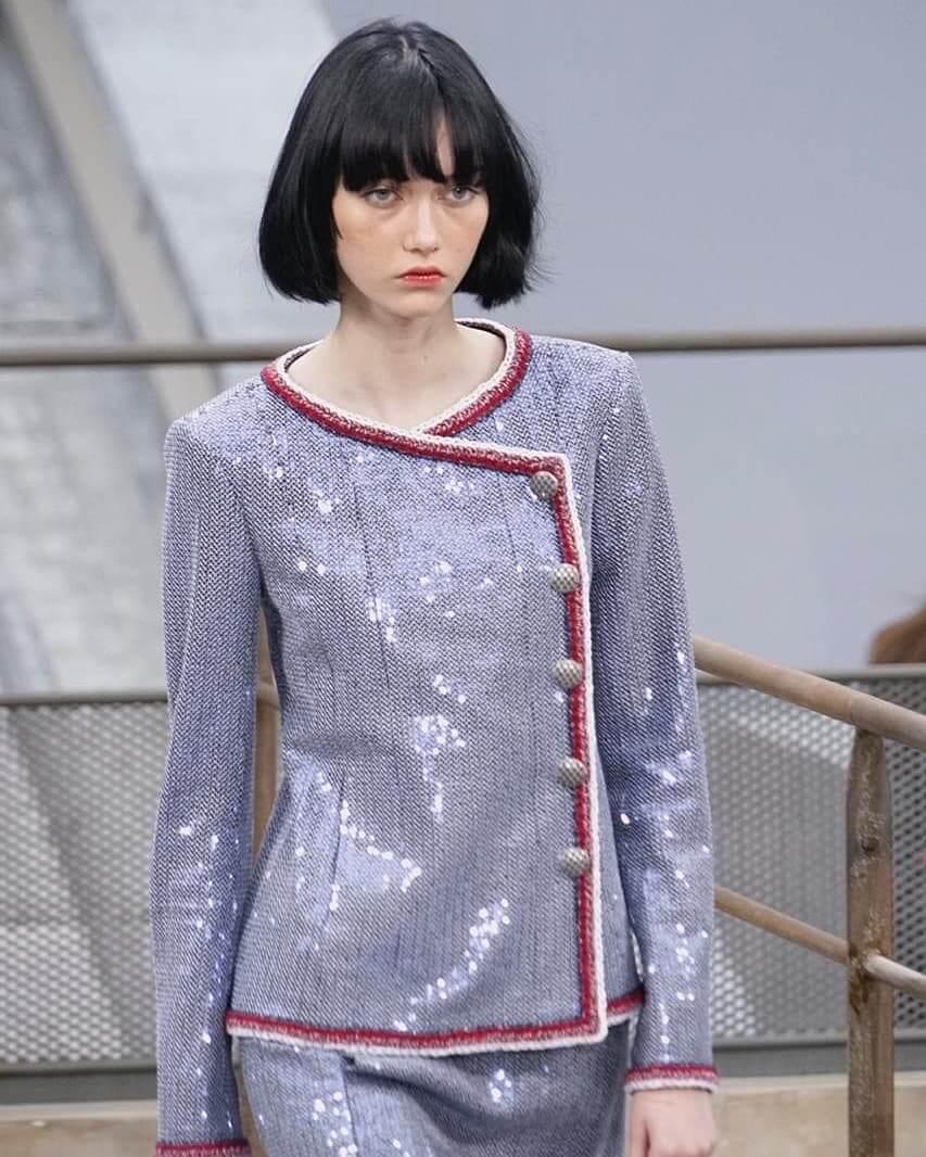 شانيل تجسّد لك صيحات 2020 بأزياء تنبض أنوثة-17