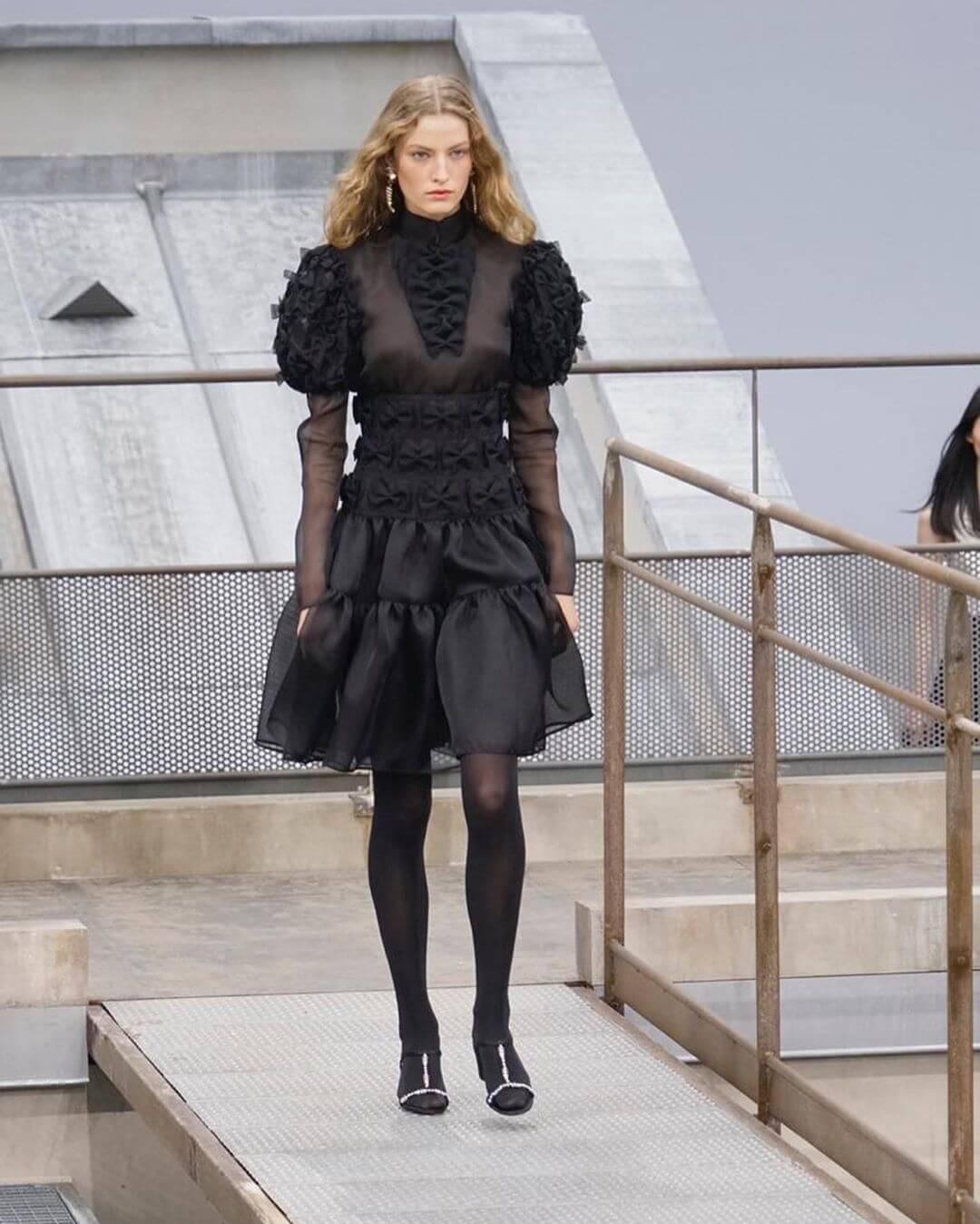 شانيل تجسّد لك صيحات 2020 بأزياء تنبض أنوثة-4