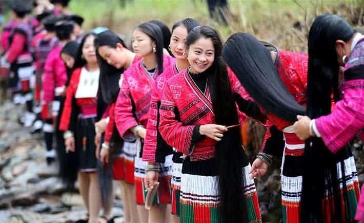 طول شعرهن يبلغ أكثر من  متر.. ما هو سر جمال شعر نساء قرية هوانغلو؟