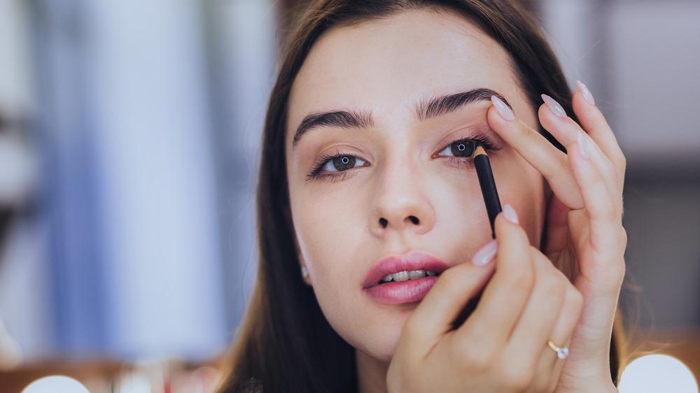 نصائحنا لكِ لمنع تلطخ كحل العيون