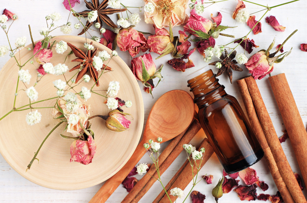 استخدامات زيت الورد العطري