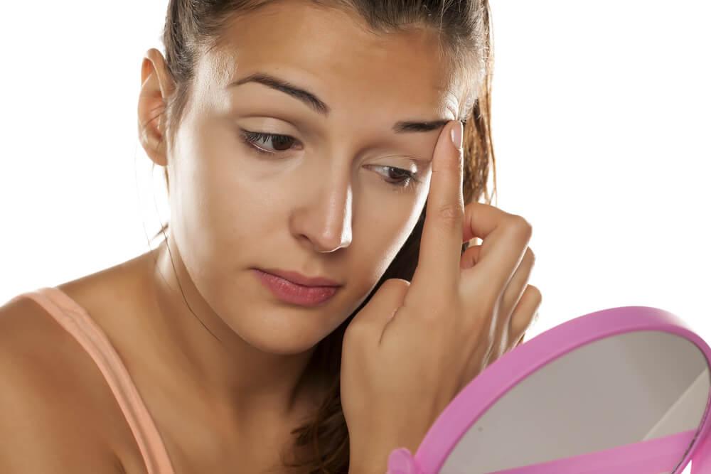فوائد الكركم للسواد تحت العين وكيفية استخدامه