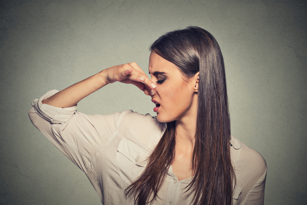 كيف تتخلصين من رائحة الجسم المزعجة