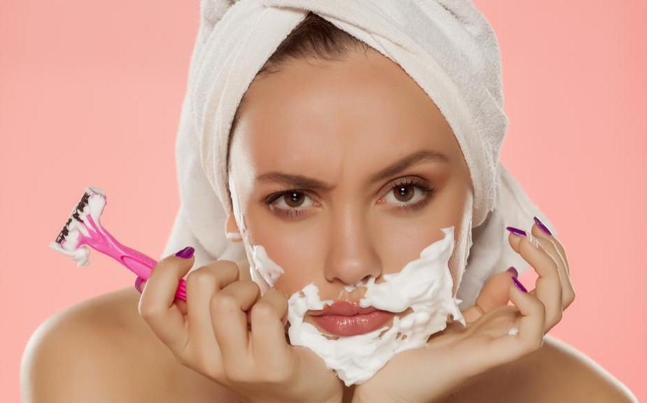 7 خلطات طبيعية منزلية للتخلّص من شعر الوجه