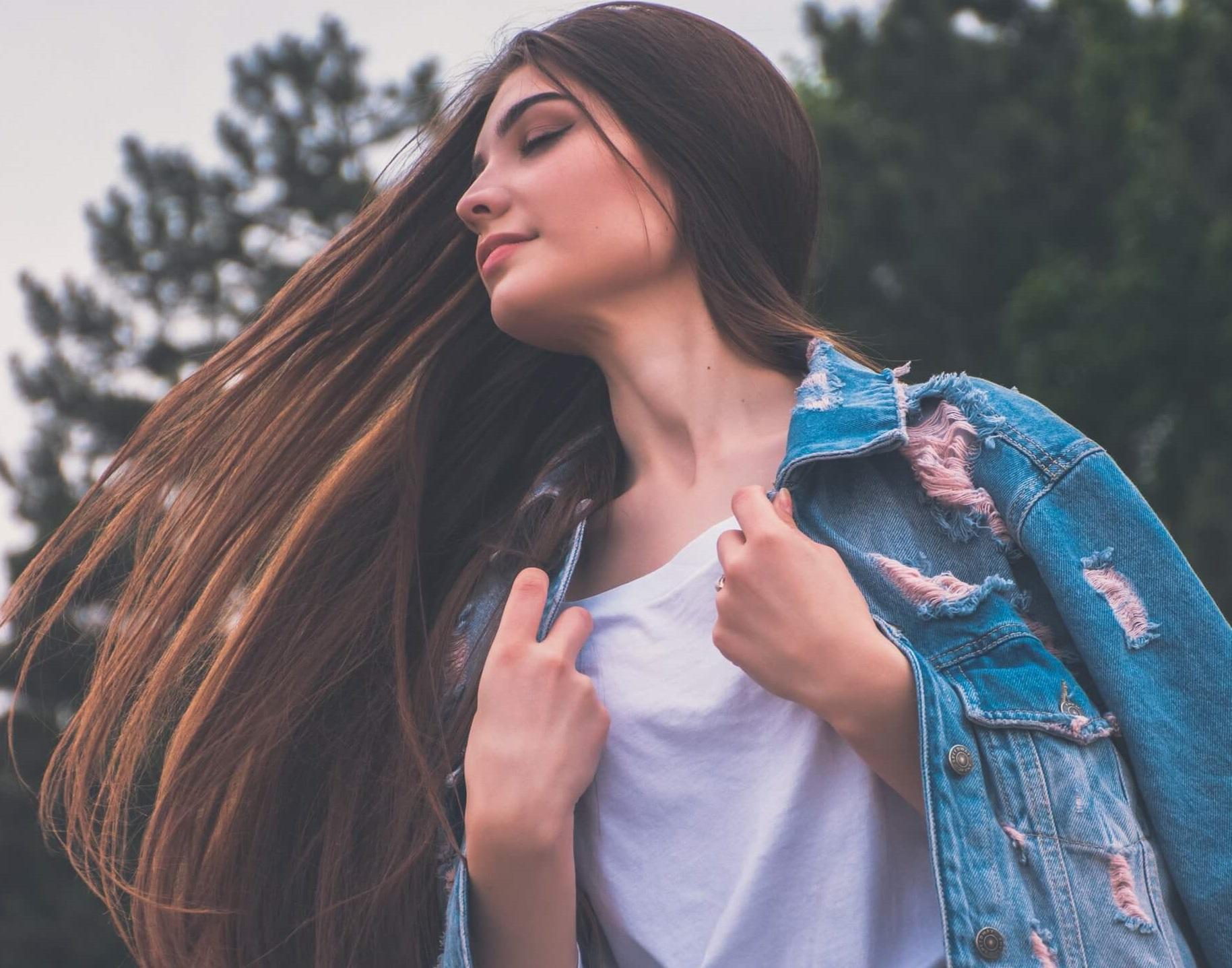 اليكِ خلطات طبيعية لتطويل الشعر بسرعة