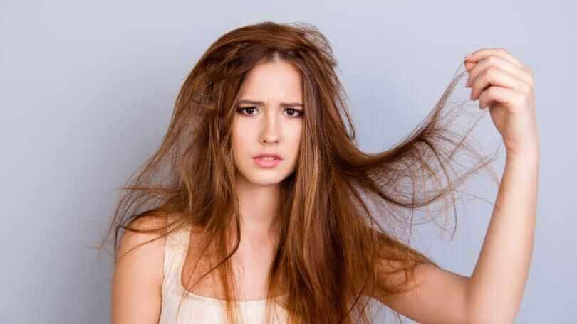 خلطات لترطيب الشعر الجاف والخشن
