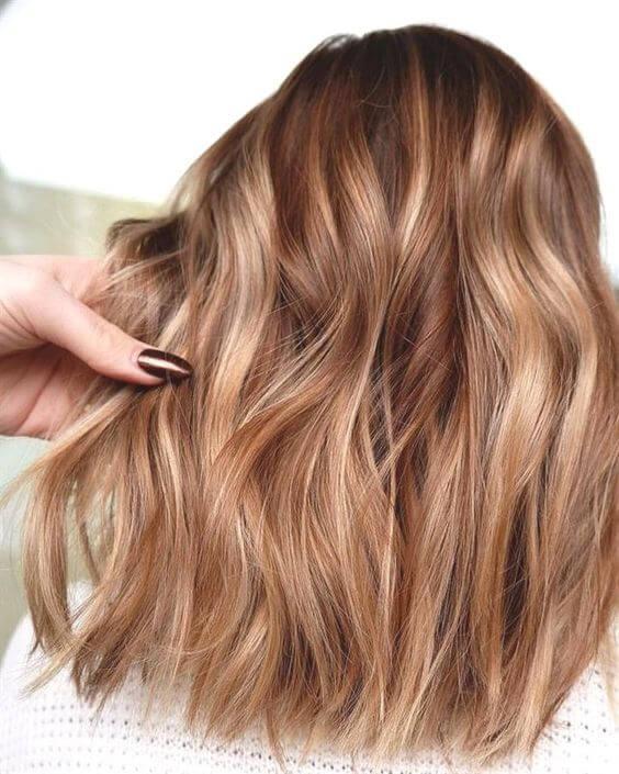 اجمل صبغات شعر عسلي لإطلالة تنبض حيوية