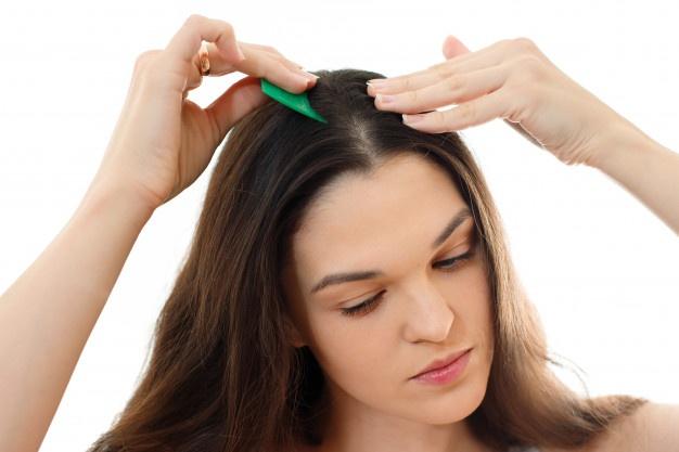 سبب قشرة الشعر وطرق علاجها