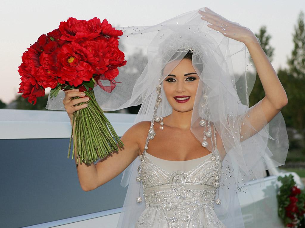 هكذا كان مكياج النجمات في زفافهن 1