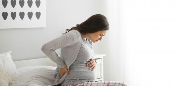 الامساك في الشهر التاسع من علامات الولادة