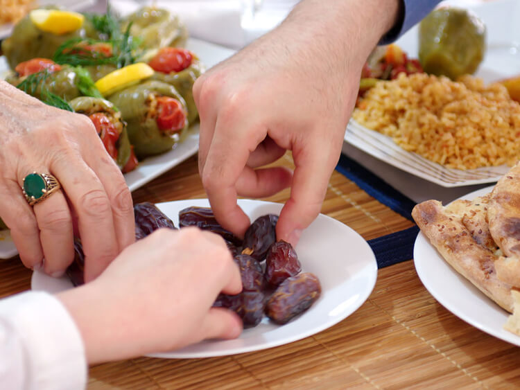تجنّب زيادة الوزن منها.. نصائح إختصاصية التغذية لإفطار وسحور سليمين