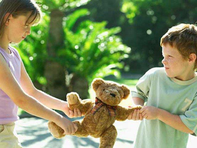 تعانين من أنانية طفلك؟ نصائح فعّالة ليتخطّى هذا السلوك