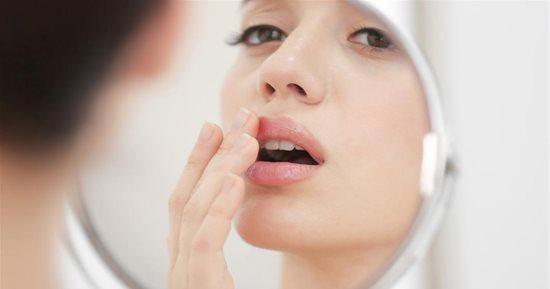 كيفية علاج ازرقاق الشفاه بعد التقبيل