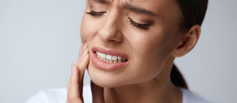 أعراض سرطان اللثة والفم  وطرق علاجه