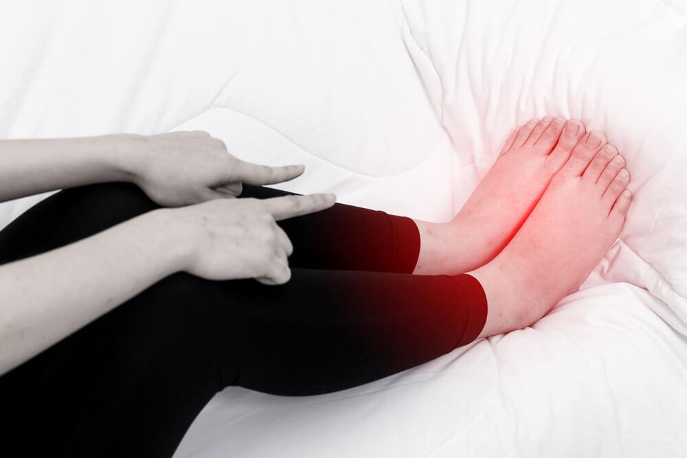 التورّم في قدميك وكاحليك قد يكشف الكثير من الأمور الخطيرة عن صحّتك! (1)