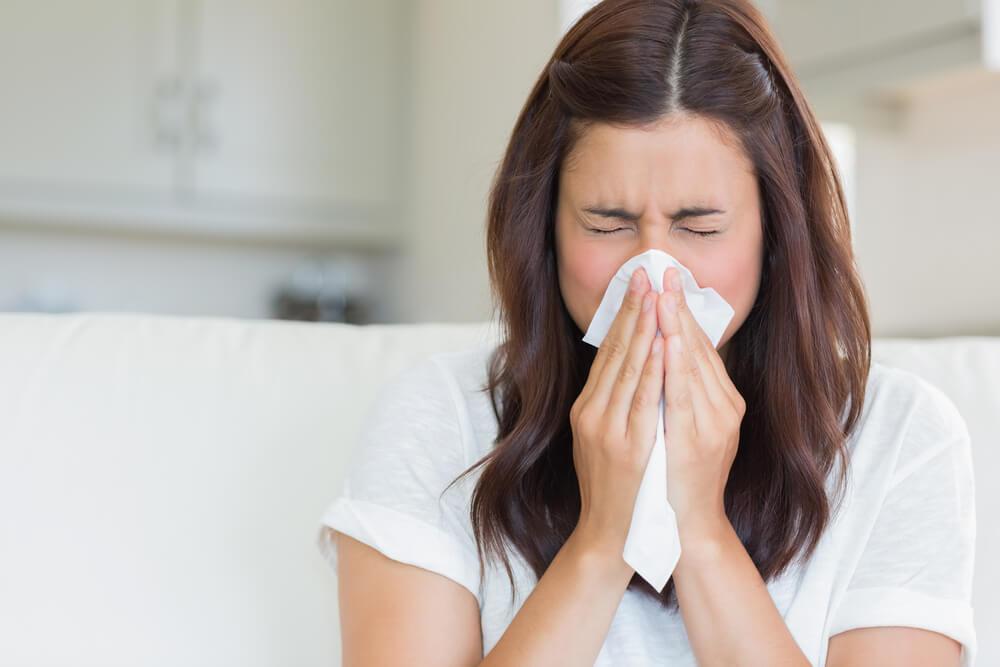 ما تعانين منه قد يكون أكثر من مجرّد زكام... إنتبهي من هذه الأعراض!