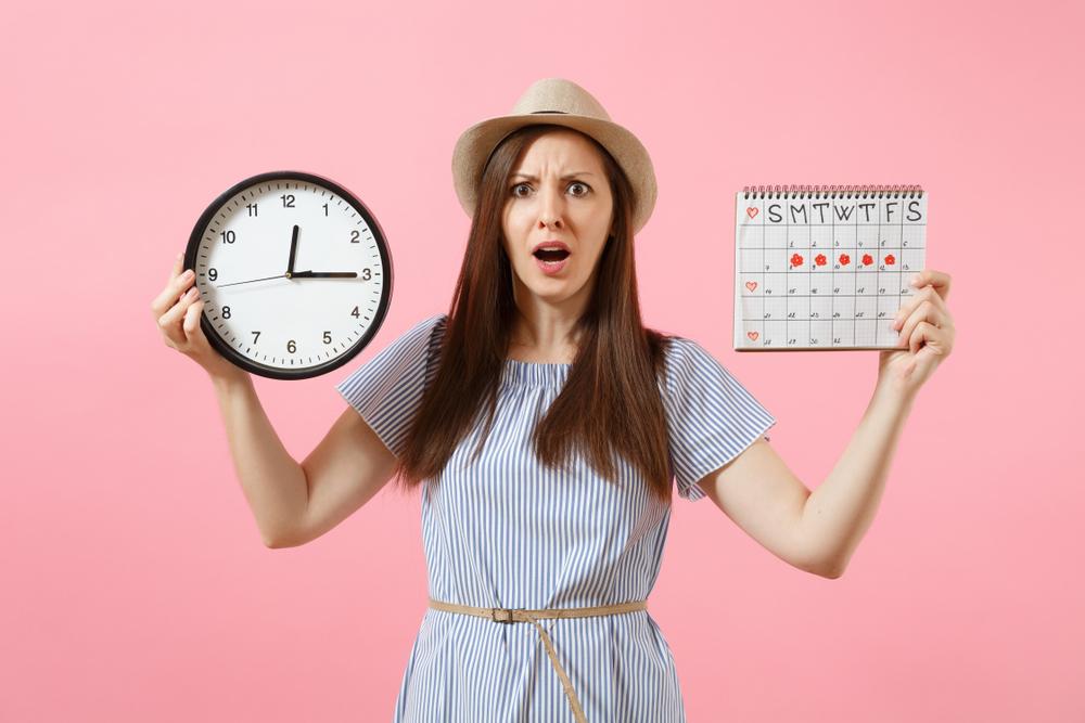 يومياتي-تعرفي على اسباب تاخر الدورة شهرين وإنتفاخ البطن