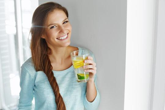 أسباب ستشجعك على شرب الماء والليمون عند الصباح