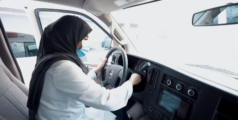 فيديو| سارة العنزي من السعوديات الأوائل في قيادة سيارة الإسعاف