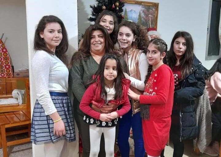 كرّست حياتها لتربية أطفال ليسوا أطفالها.. ماما جورجينا تختصر معاني الأمومة في SOS
