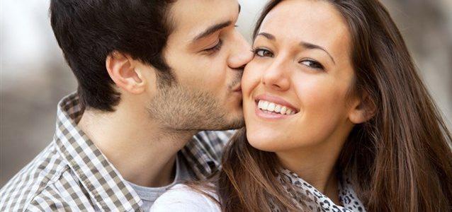 اليك تفسير حلم التقبيل على الخد في المنام