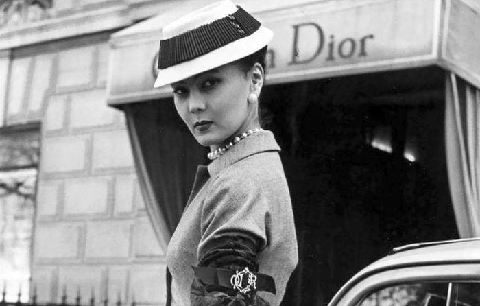 من خادمة مطبخ إلى عارضة أزياء.. المرأة الغامضة التي ألهمت كريستيان ديور