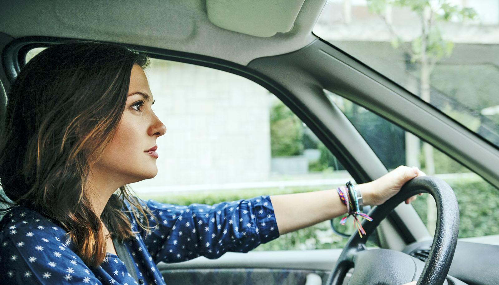 اكتشفي تفسير حلم قيادة السيارة