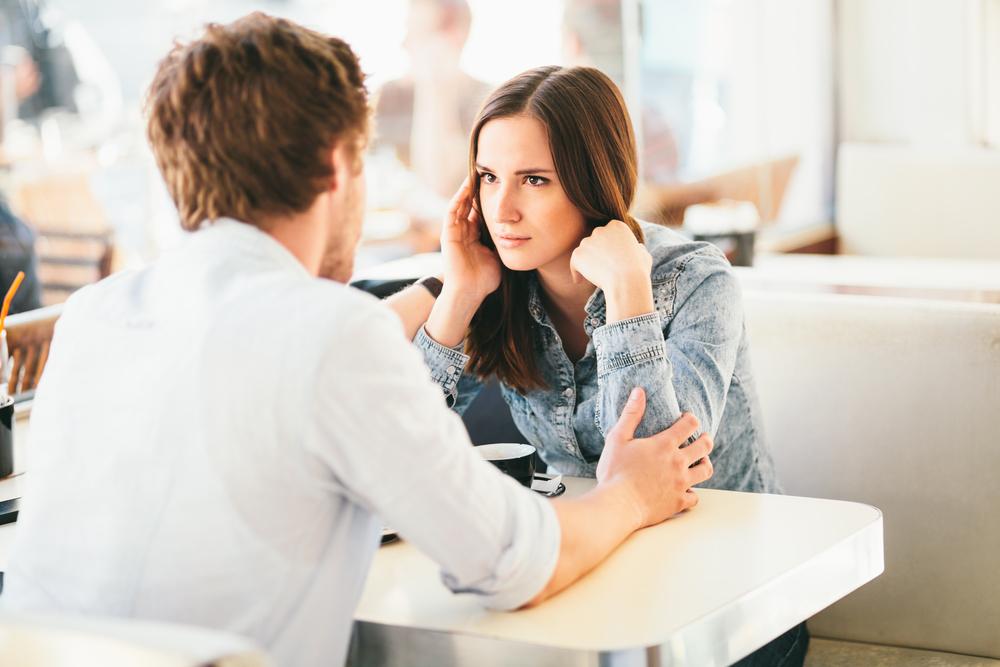 4 أسرار في العلاقة الزوجية وعواقب إفشائها أمام الآخرين