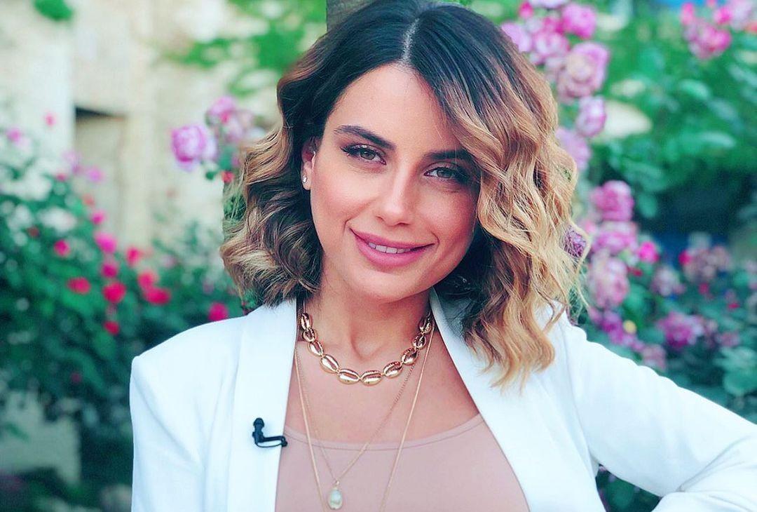 بالفيديو | المذيعة آية خياط تكشف عن موت طفلها وتخلي زوجها عنها