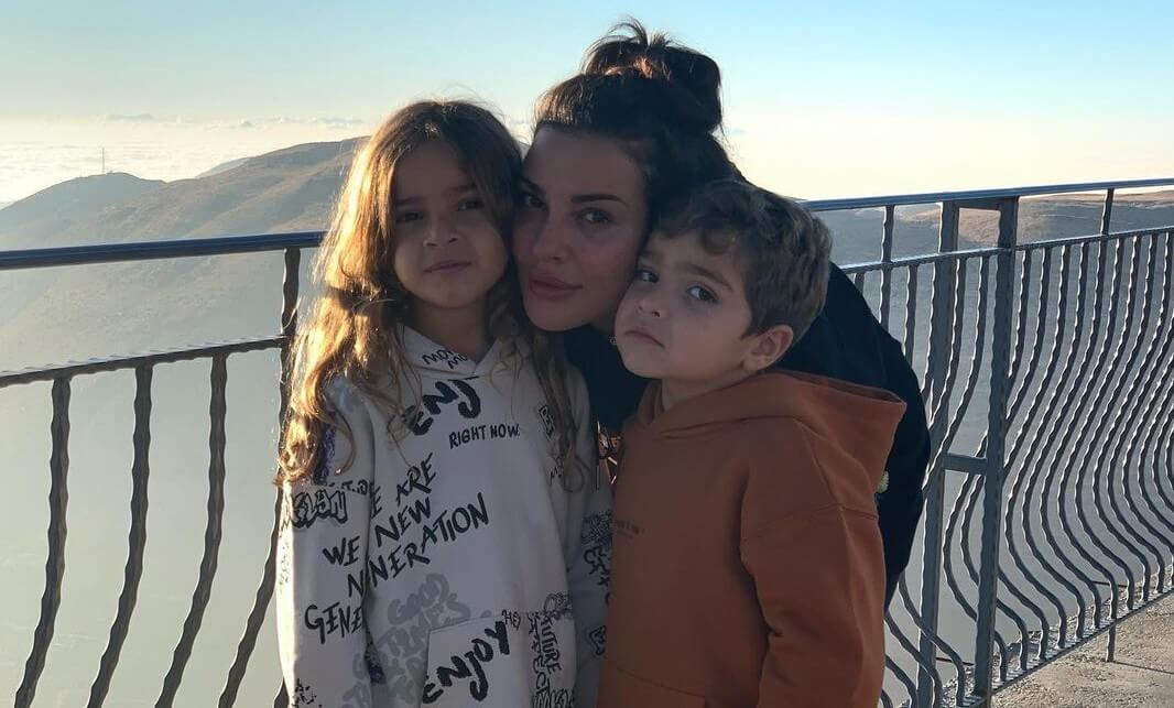 صورة لنادين نسيب نجيم مع طفليها تحقّق نصف مليون لايك بأقل من يوم