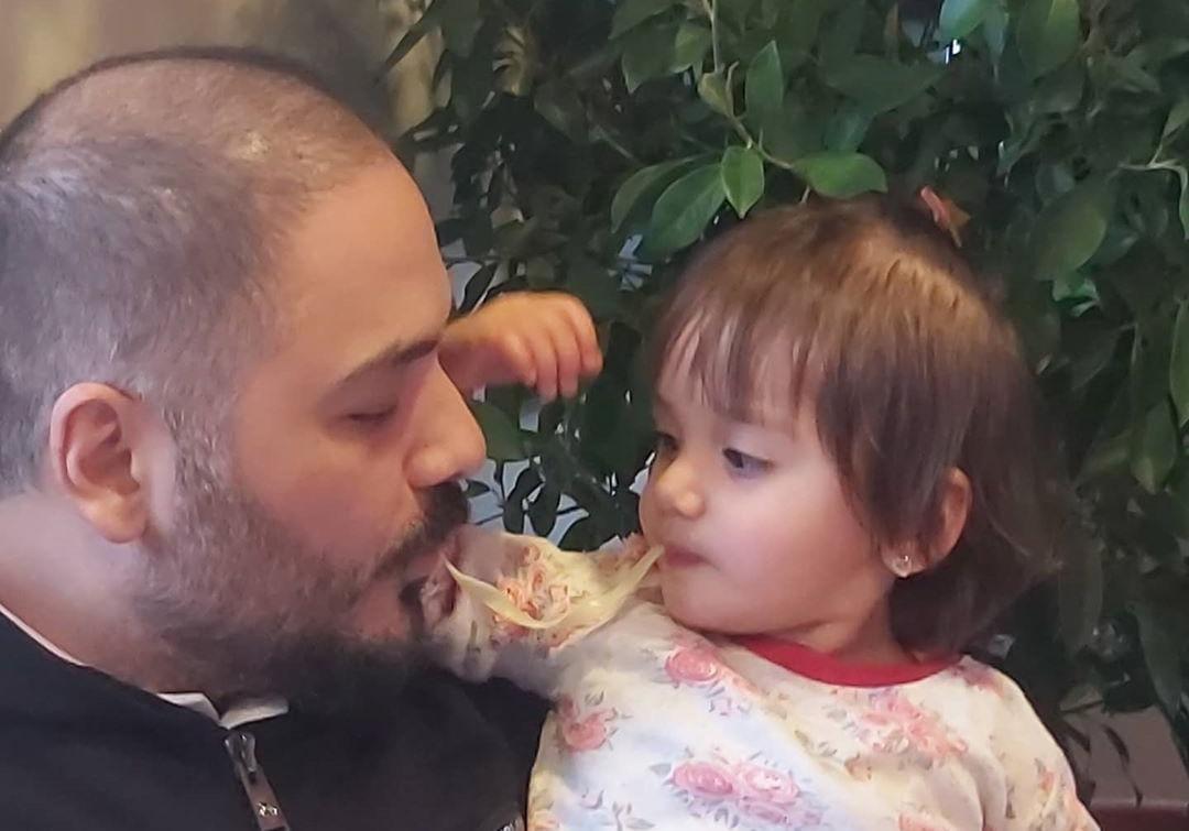 بالفيديو   ابنة رامي عياش تخطف قلبه بغنائها