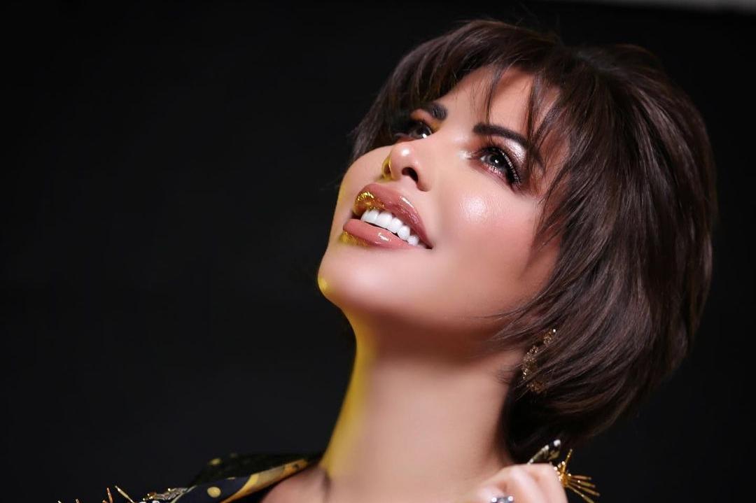 شمس الكويتية أول فنانة عربية تحصد 8 جوائز عالمية