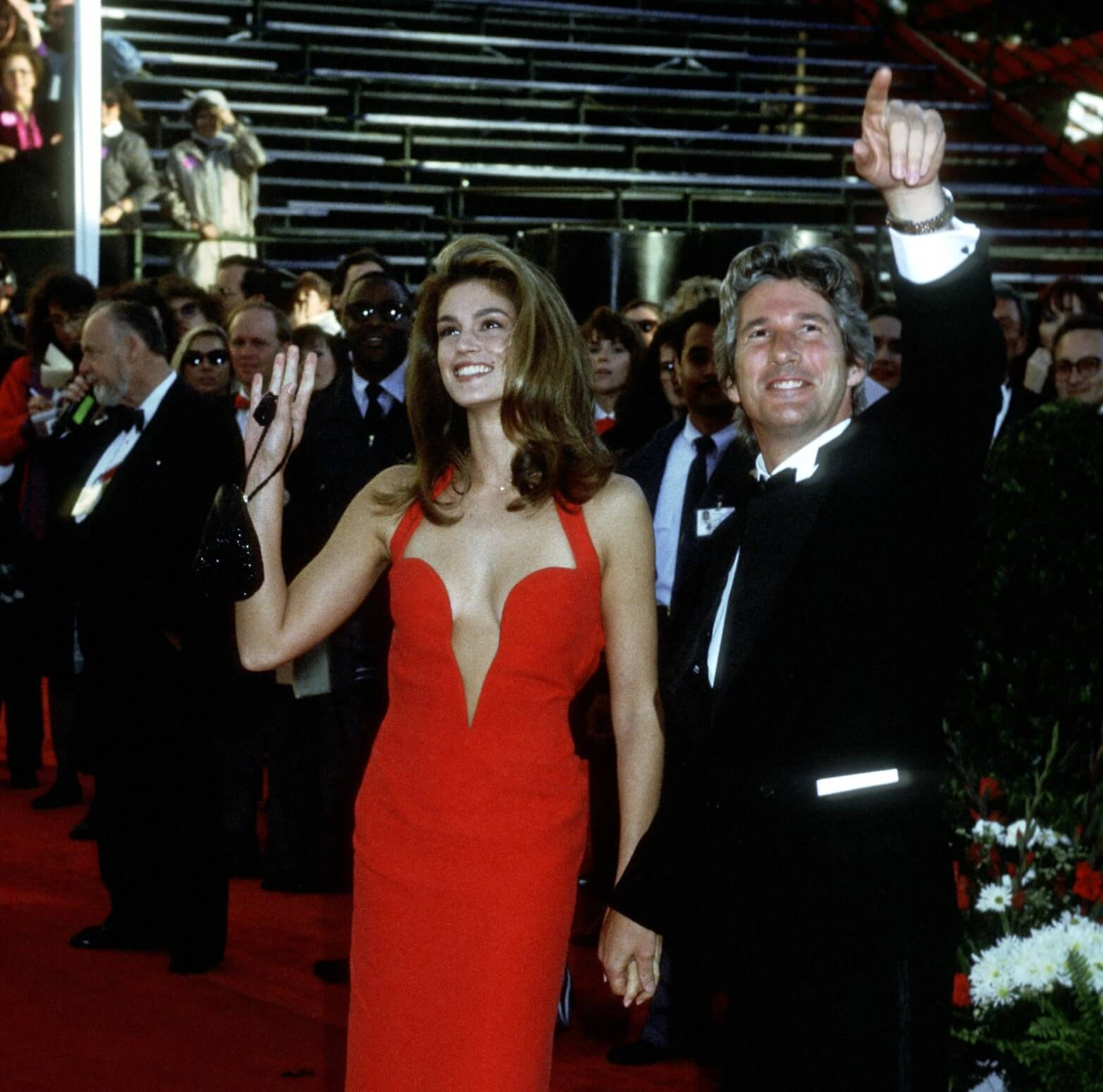 شاهدي بالصور أكثر الأزواج تألقاً على سجادة الأوسكار الحمراء عبر السنين