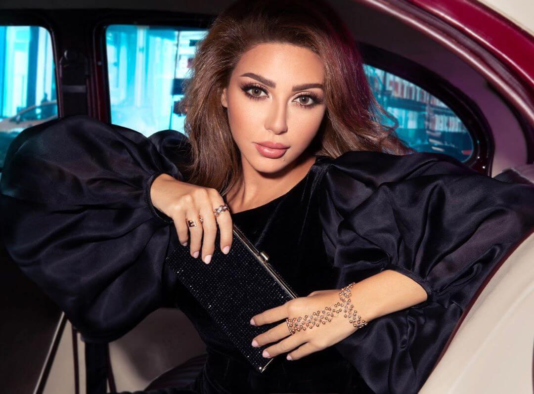 ميريام فارس مسموح بس هز رقبتها في الرياض وهذا ما حصل بالحفل