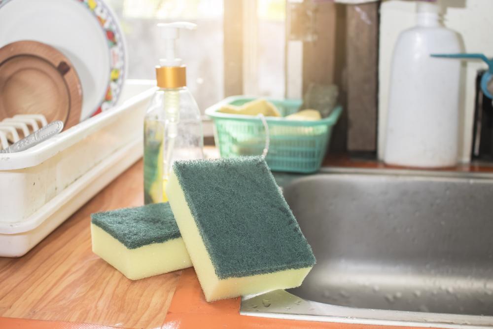 تبيّن أنّ هناك طريقة واحدة صحيحة لتنظيف الإسفنجة