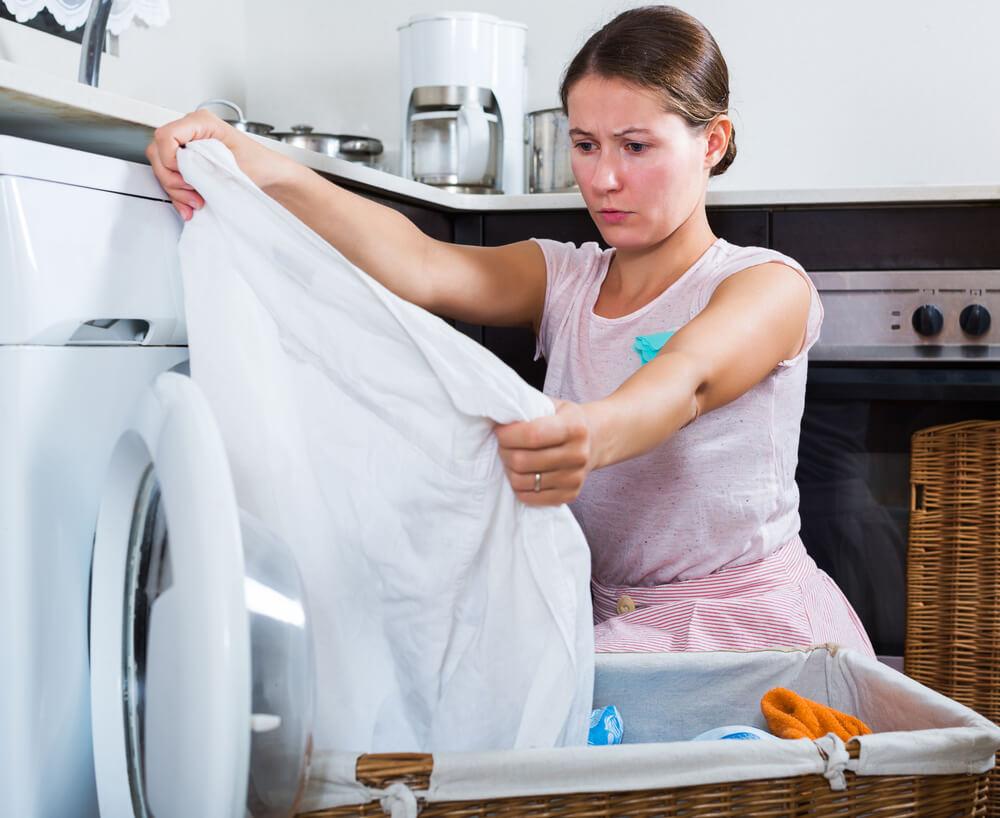 طريقة ازالة بقع العفن من الملابس