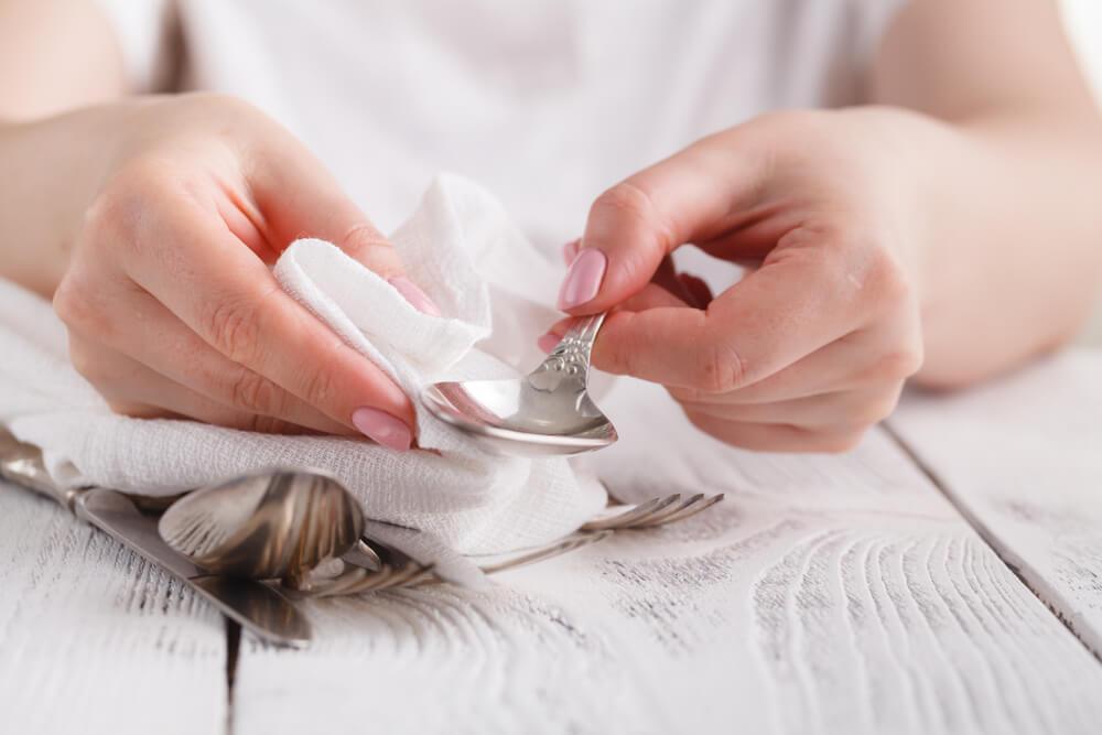 طريقة تلميع الفضة في المنزل (1)