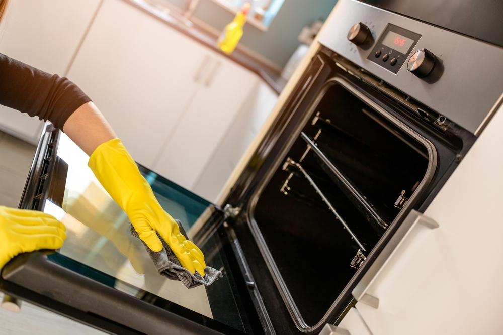 كيف تستخدمين البايكنغ صودا لتنظيف الفرن