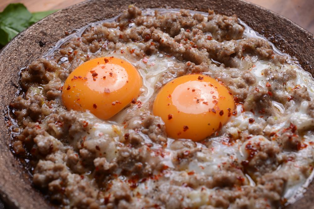 بيض باللحمة المفرومة