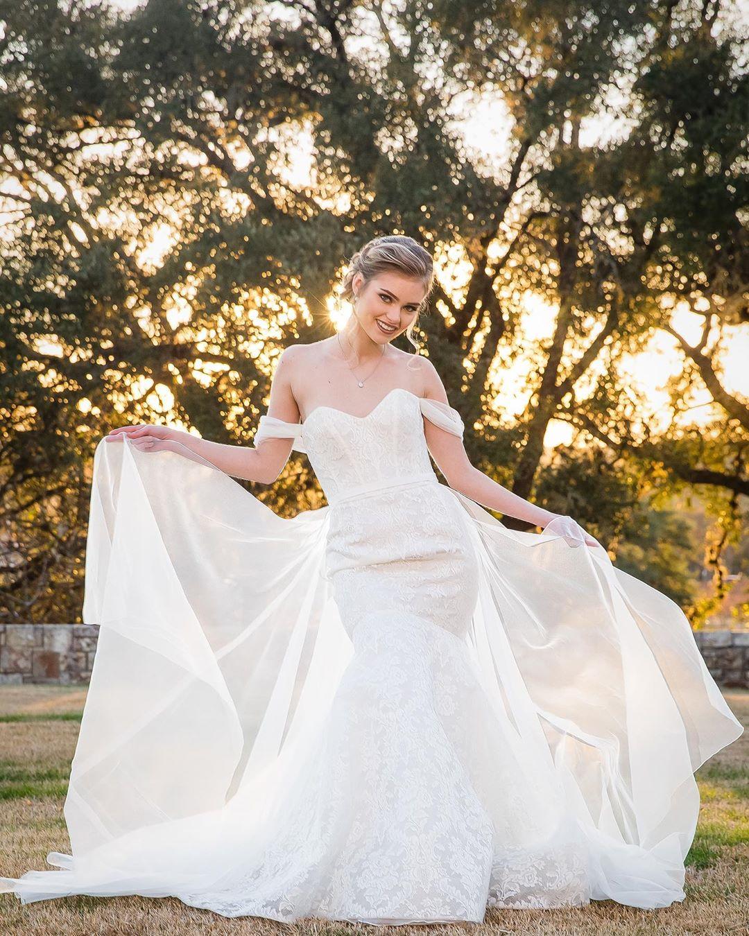 إليك بالصور اجمل موديلات فساتين اعراس فخمه