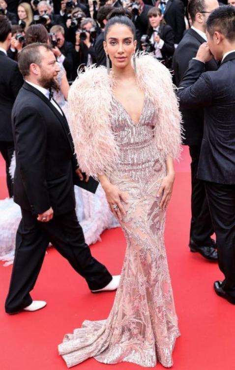 جيسيكا قهواتي تتألق بفستان من زهير مراد في مهرجان كان السينمائي
