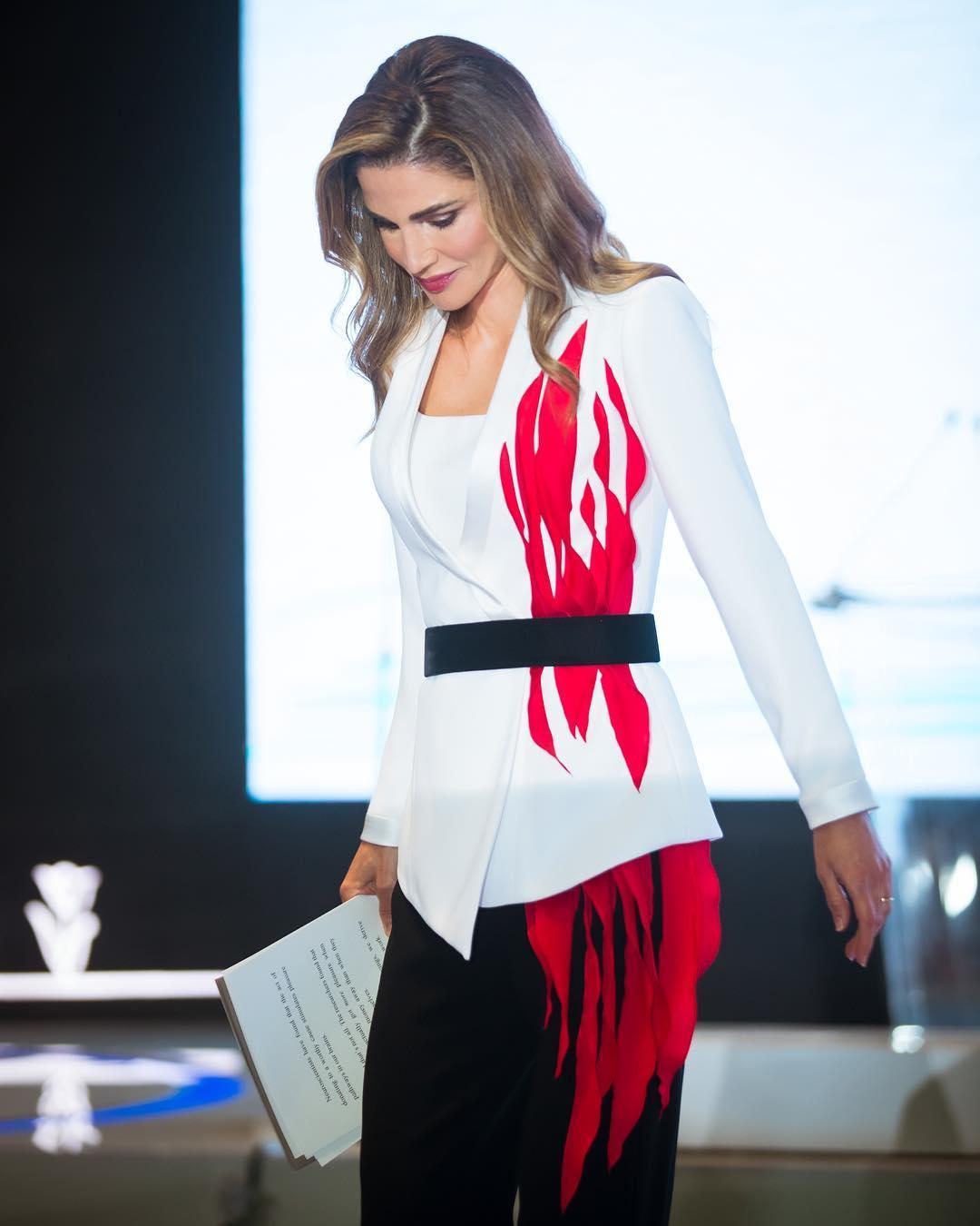 f80384c21169b الملكة رانيا صورة عن المرأة العاملة والمؤثرة وإطلالاتها تخبر عنها
