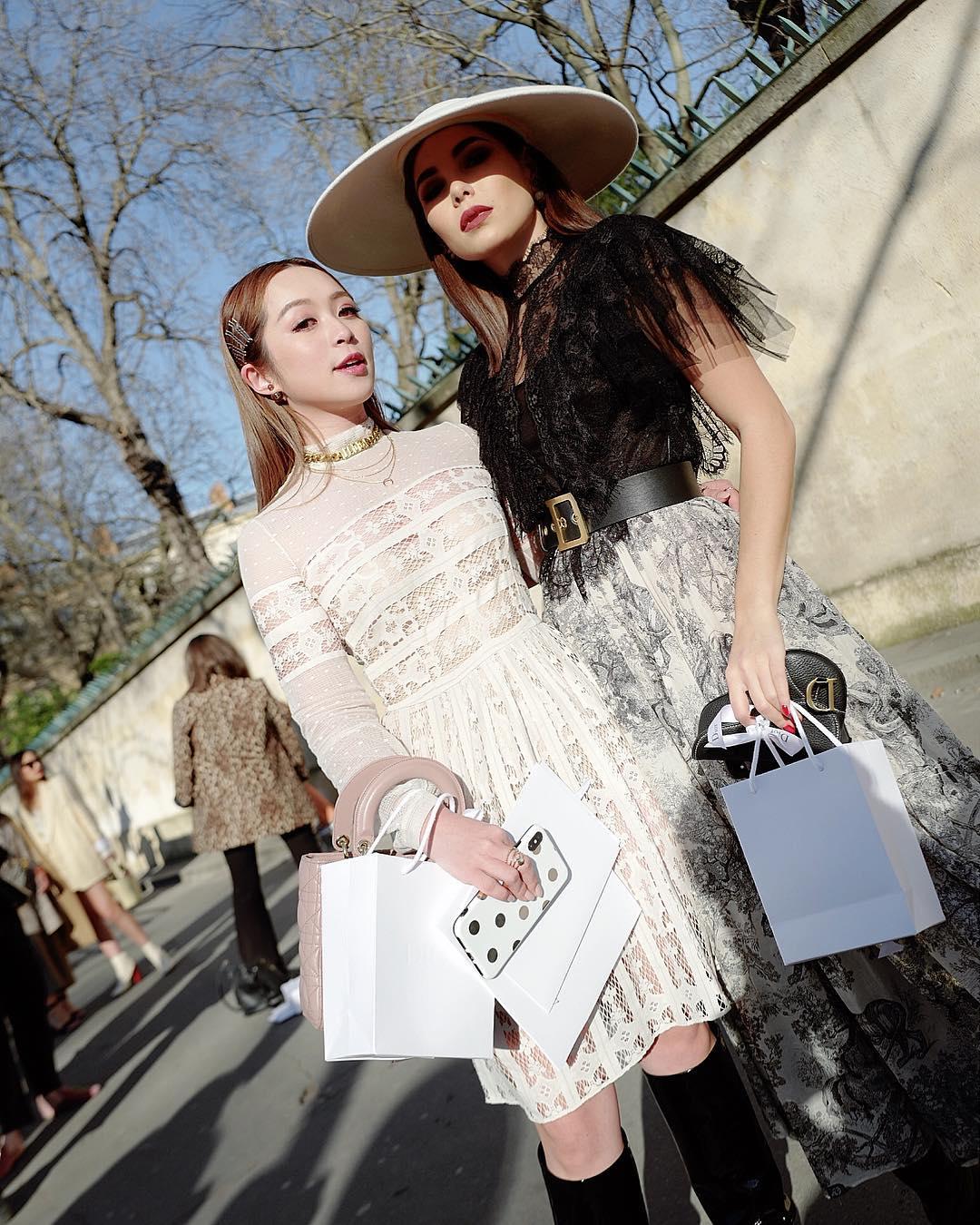 7c95db9e912cf إليك من شوارع باريس آخر صيحات الموضة 2019