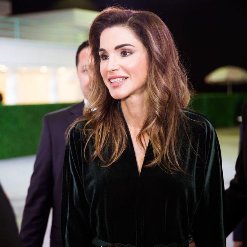 الملكة رانيا توضح ببيان رسمي موضوع تكلفة ملابسها