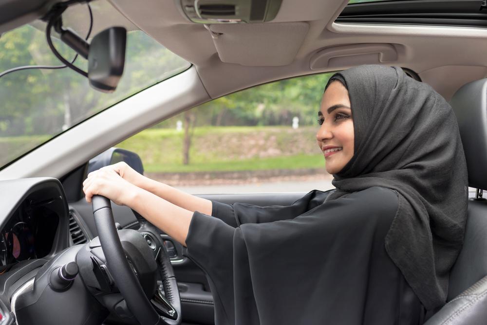 المرأة السعودية تحتفل بالعام الأول لقيادتها!