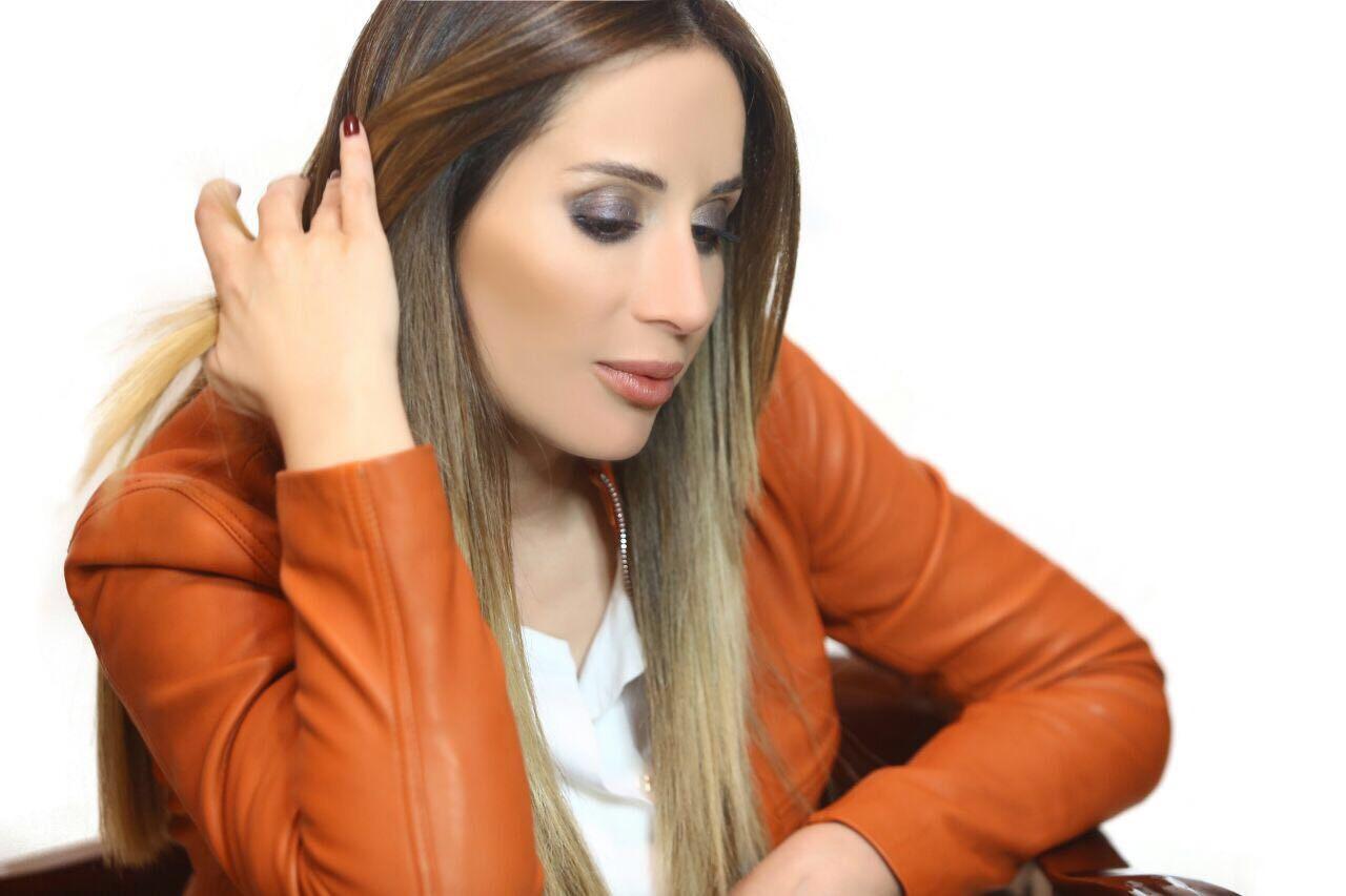 منى أبو حمزة بحنكتها وخفة دمها تعيد شريط مسلسل إنتي مين